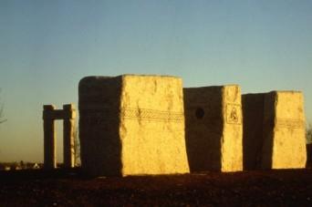 The-Highlands-1986-97-Tolmen-Barrow-Tan-Tara1-e1268421341277